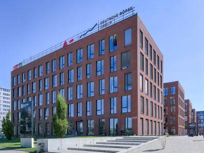 Tři budovy tvořící fázi 1 projektu Futurama Business Park mají nového vlastníka