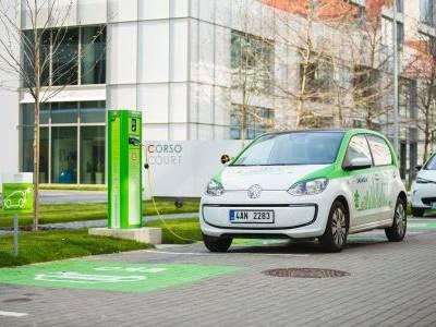 Skanska a CAR4WAY společně nabízejí sdílení elektromobilů u kancelářských budov