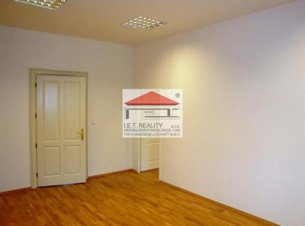 2 | Pronájem - kanceláře, 320 m²
