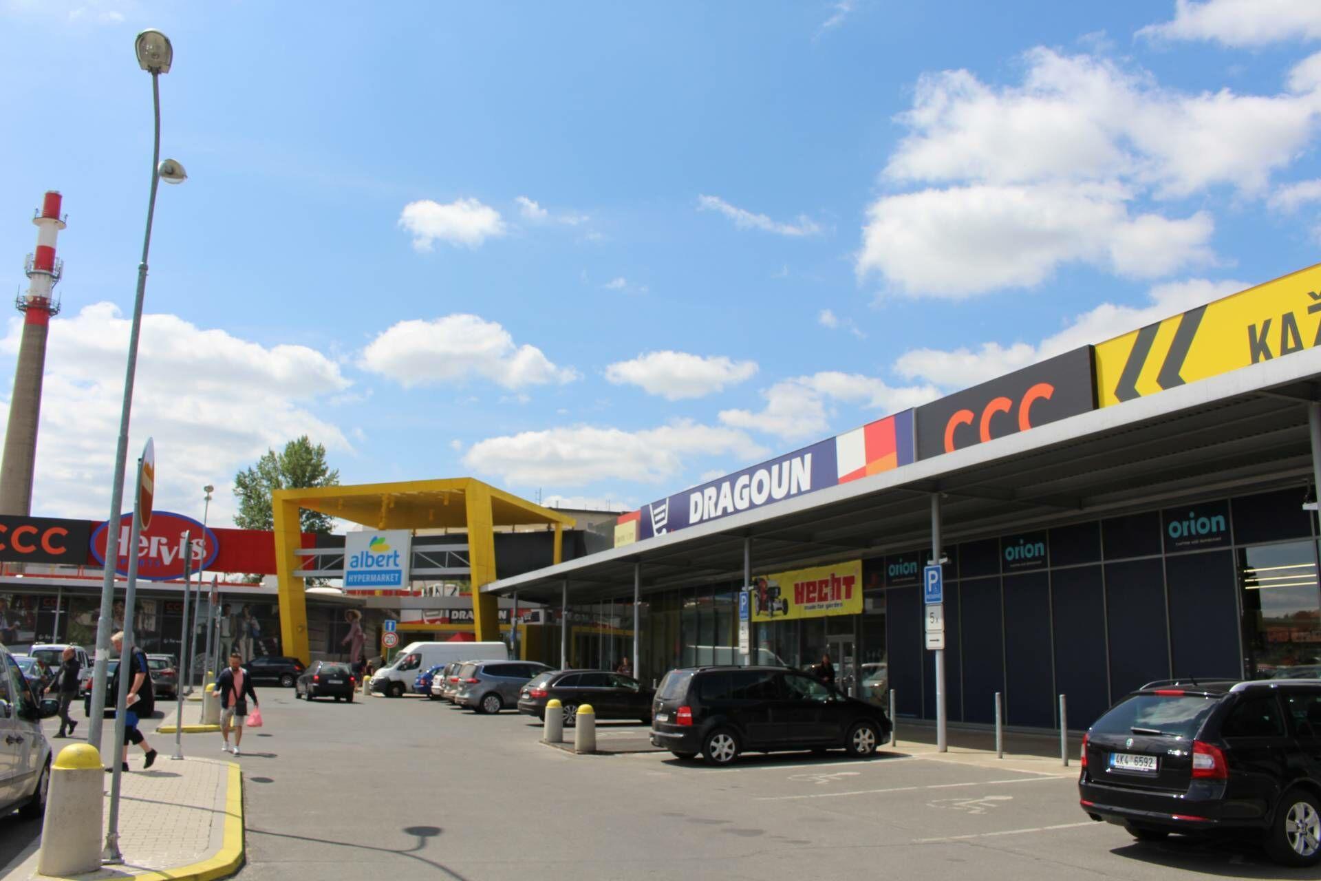 Obchodní prostory Cheb, OC Dragoun, 942 m2