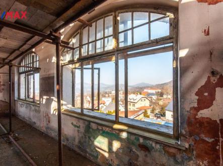 Výhled z oken hlavní budovy | Prodej - historický objekt, 6622 m²