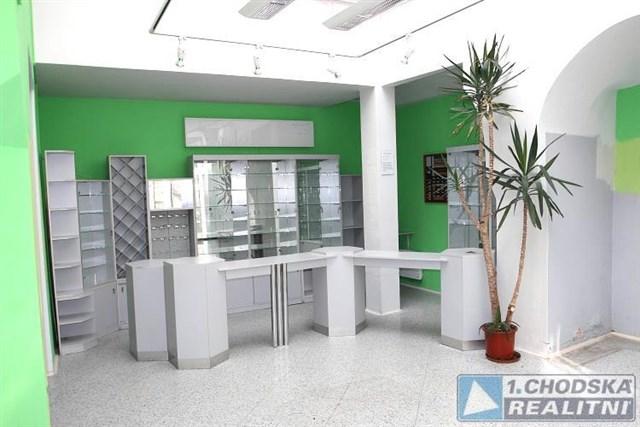 Pronájem komerčních prostor 100 m2 (obchod, služby...) v centru Domažlic.